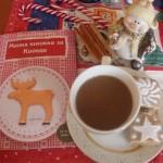 Коледна утрин с кафе, книжката и джинджифиловия сладкиш. Снимка: Диана Димитрова.