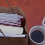 Няколко броя книжки пият греяно вино на коледния базар в София. Снимка: Ангелина Александрова